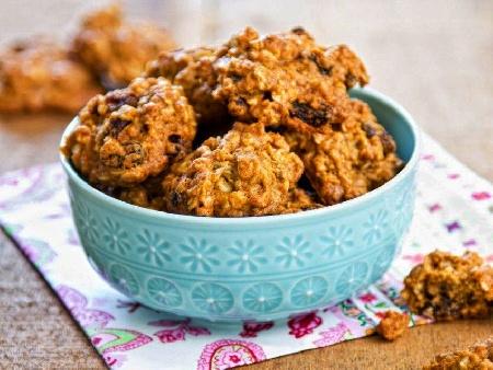Бананови бисквити с овесени ядки и стафиди без масло - снимка на рецептата